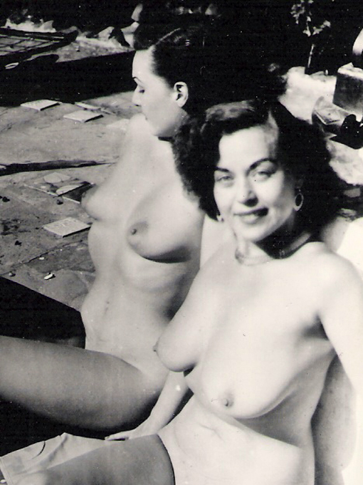Observation 1940 s era busty vids was surrounded